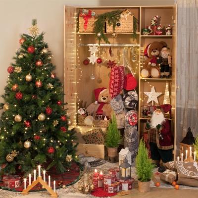 Ziemassvētku dekorācijas un egles